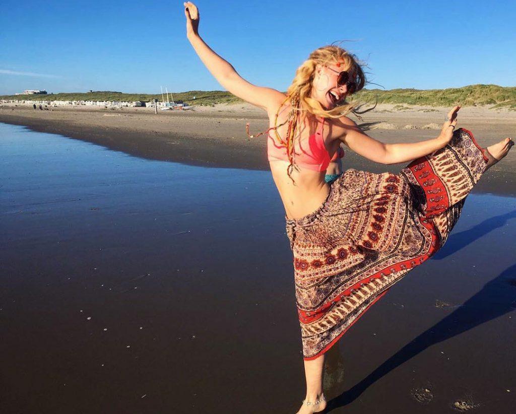 Hannah-Van-Der-Westhuysen-in bikini top