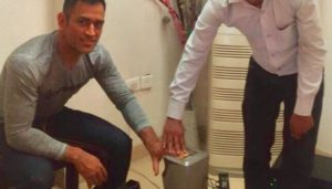 MS Dhoni's Application for Aadhaar gets Leaked Online! Wife Sakshi Takes Offense for No Privacy!