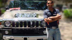A girl stops MS Dhoni's Hummer from moving through the streets which Crushed her Handbag, Here is the Reason Why!