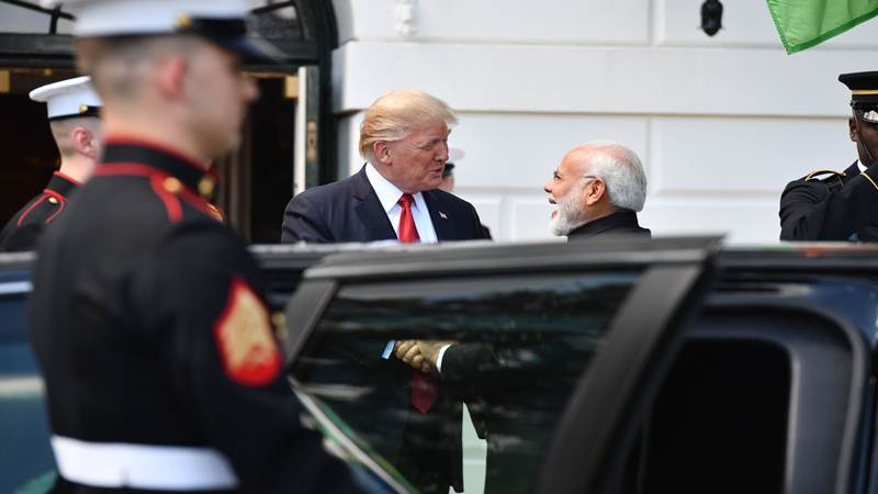 American Guards Expect Mrs Modi along with Mr Modi! Open the Door and No One Comes Out! Video!