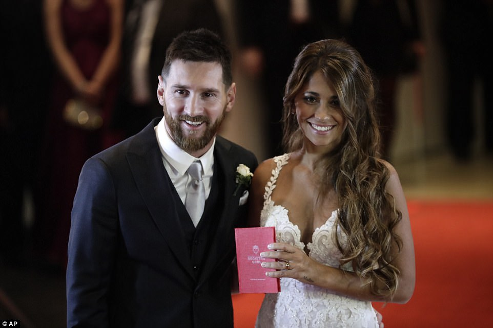 Lionel Messi Gets Married to His Childhood GF and Love of his life Antonella Roccuzzo!