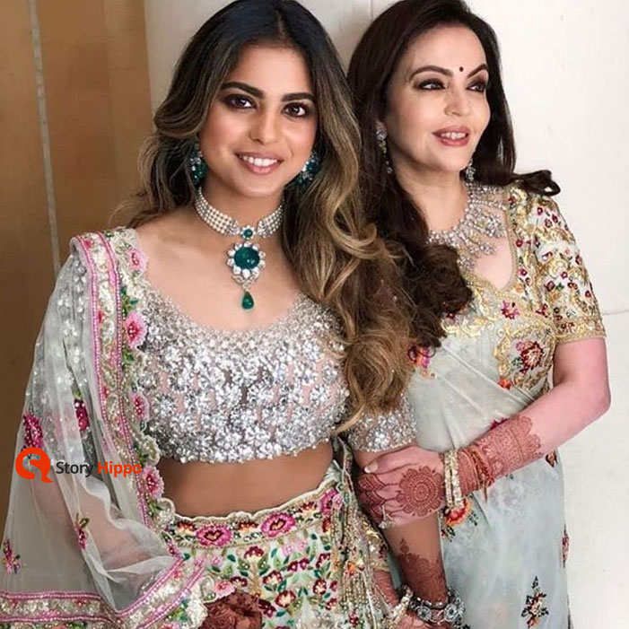 isha-ambani-with-mothe
