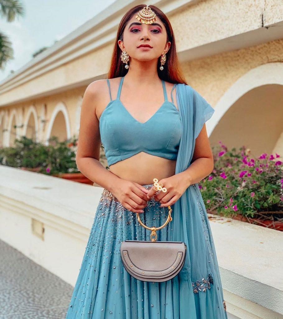 Aashna Shroff fashion blogger
