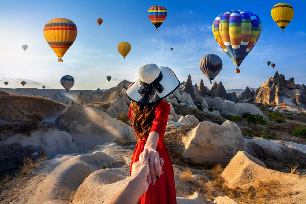 Istanbul hot air balloons romantic couple