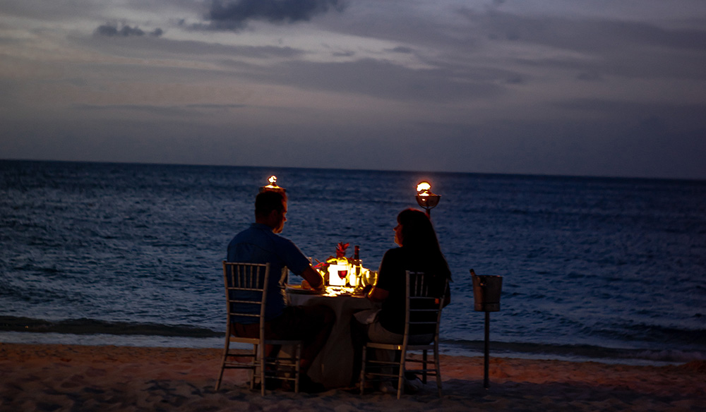 romantic dinner date in south Africa by the sea