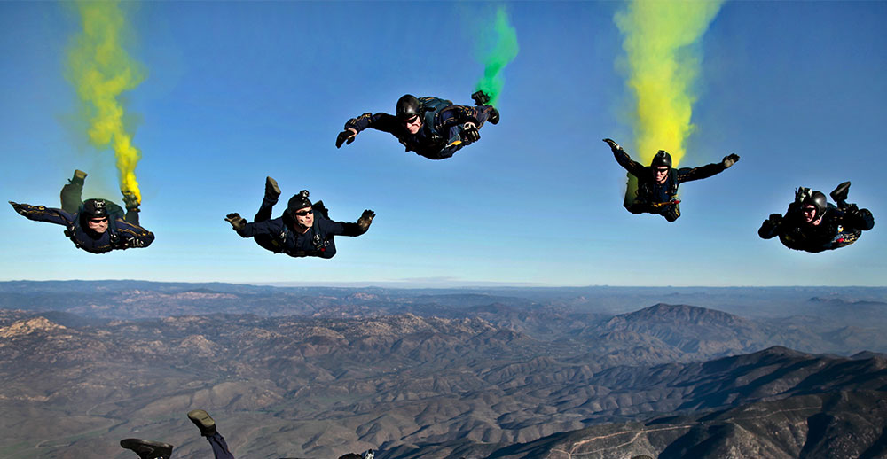 sky diving with colorful smoke hobby